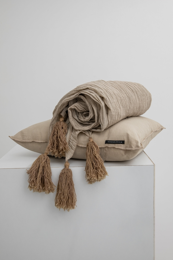 House of Silk Maison - Beige Linen Throw (1)