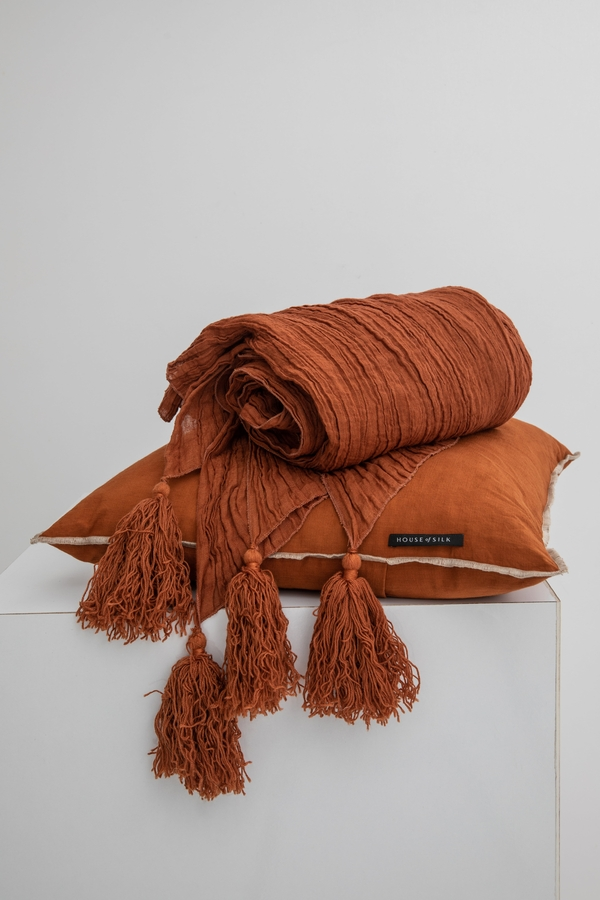House of Silk Maison - Chocolate Brown Linen Throw (1)