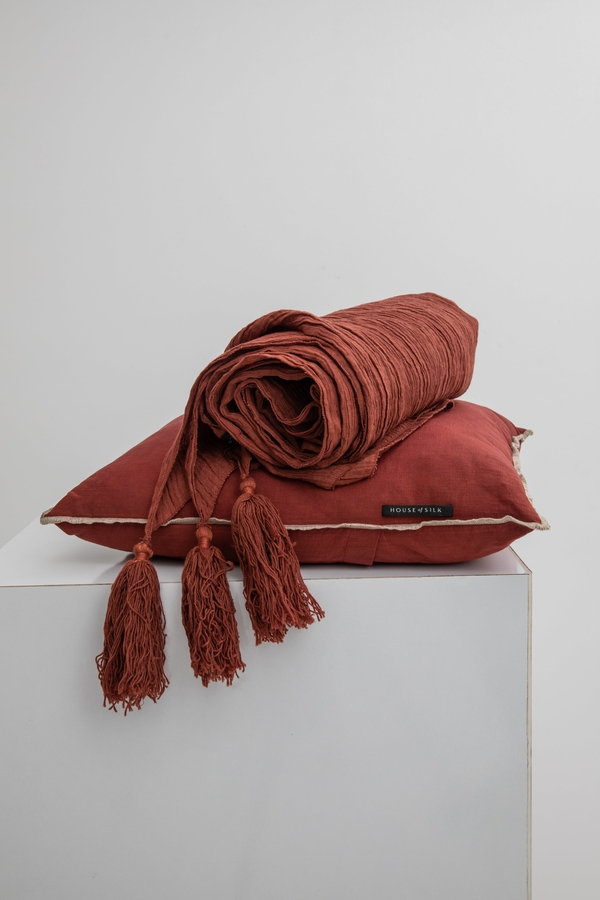 House of Silk Maison - Dark Brick Linen Throw (1)