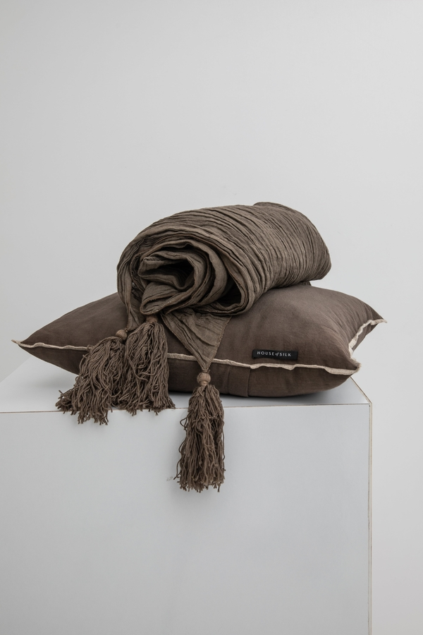 House of Silk Maison - Dark Grey Linen Throw (1)