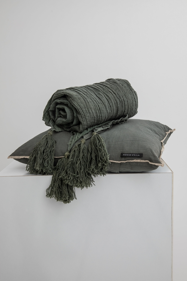 House of Silk Maison - Green Linen Throw (1)