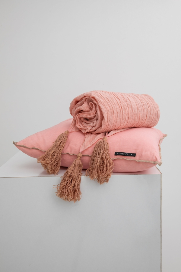 House of Silk Maison - Light Pink Linen Throw (1)