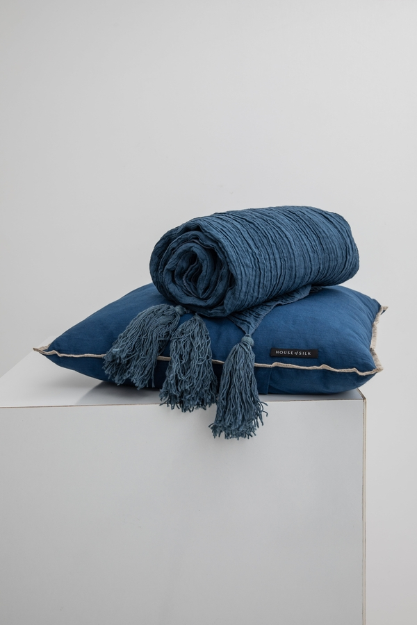 House of Silk Maison - Navy Linen Throw (1)