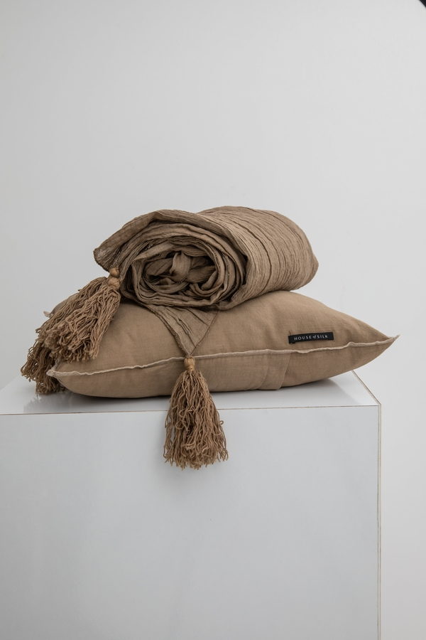House of Silk Maison - Taupe Linen Throw (1)